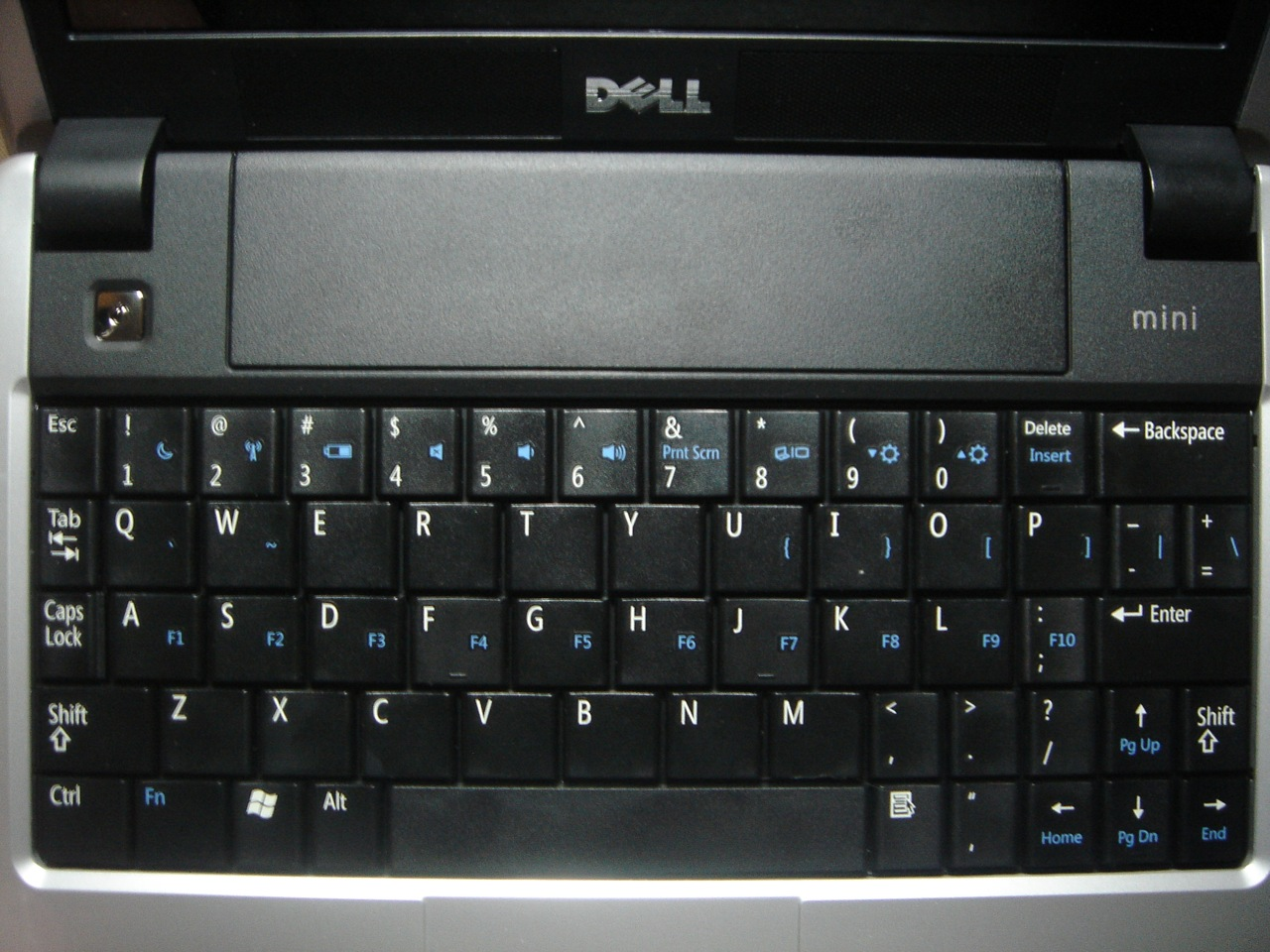 "The ""compact"" Dell Mini 9 keyboard"